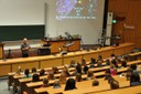 "(<a class=""download"" href=""https://www.schuelerlabor.uni-bonn.de/veranstaltungen/girls-day/girlsday-2017/fotos/wphoersaal-begruessung/at_download/image"">Download</a>)"